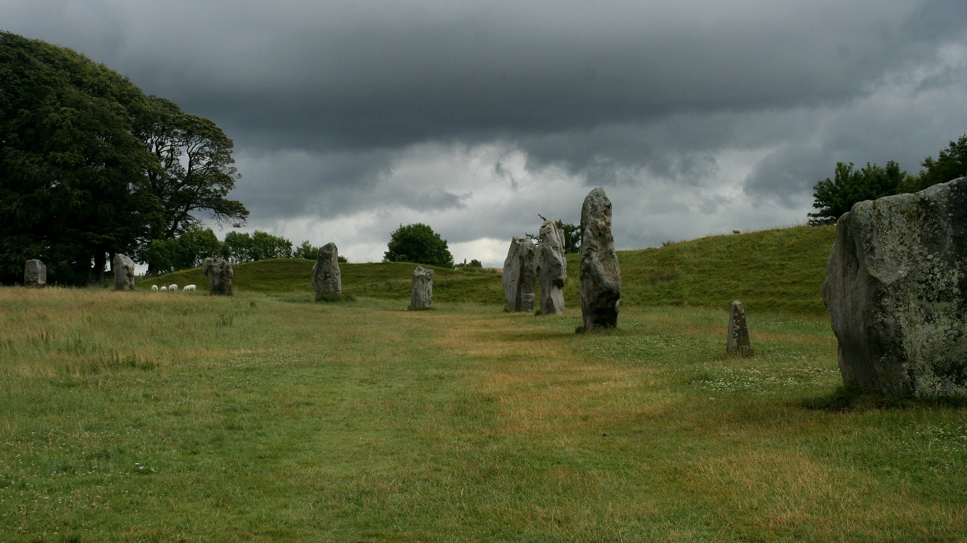 avebury stones and village