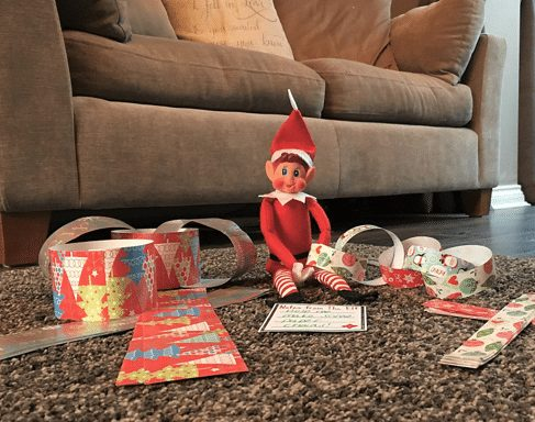 elf on the shelf ideas that are easy - elf makes paper chain