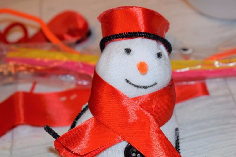 Christmas activity to make with kids - sock snowman